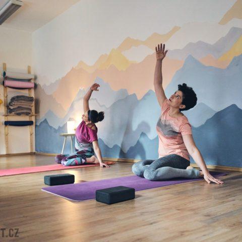 yoga k obědu